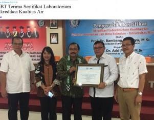 UBT Terima Sertifikat Laboratorium Akreditasi Kualitas Air