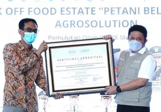 Dukung Food Estate, KAN Serahkan Sertifikat Akreditasi ke Laboratorium Penguji di Sumatera Selatan
