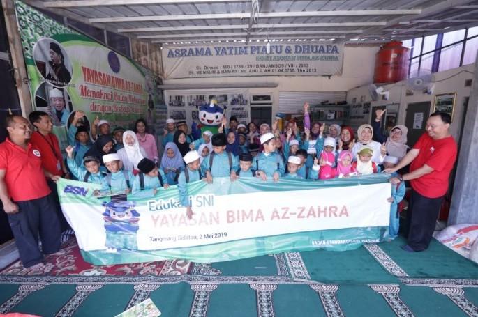 Kunjungan BSN bersama Dharma Wanita Persatuan (DWP) BSN ke Panti Asuhan