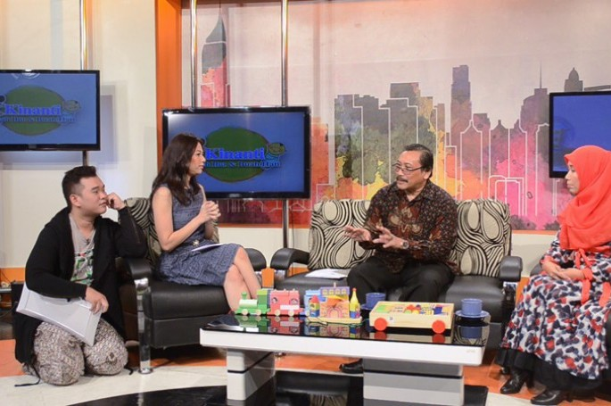 Kepala BSN, Bambang Prasetya bersama Pemilik Omocha Toys, Yuni menjadi narasumber Program Kinanti (Kisah Ibu dan Buah Hati) di JAK TV pada Kamis (23/04/2015)