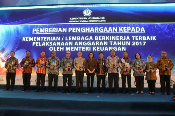 BSN Terima Penghargaan Kementerian/Lembaga Berkinerja Terbaik Tahun 2017