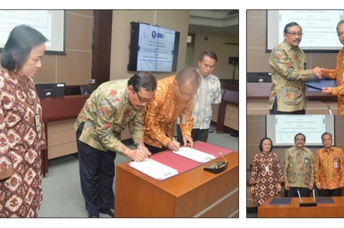 Kepala Badan Standardisasi Nasional, Bambang Prasetya dan Rektor Institut Pertanian Bogor, Herry Suhardiyanto menandatangani nota kesepahaman untuk melanjutkan kerja sama antara BSN dan IPB di bidang pendidikan dan standardisasi, Jumat 12 Juni 2015, di Ge