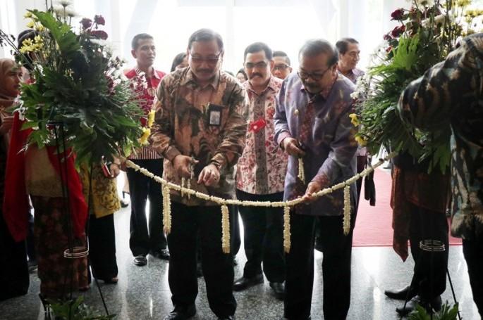 Gubernur Jawa Timur dan Kepala BSN Buka Pameran IQE 2018